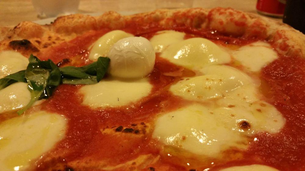 Pizzeria O'Pazzariello, 'nu piezz 'e Napule… a Lucca!