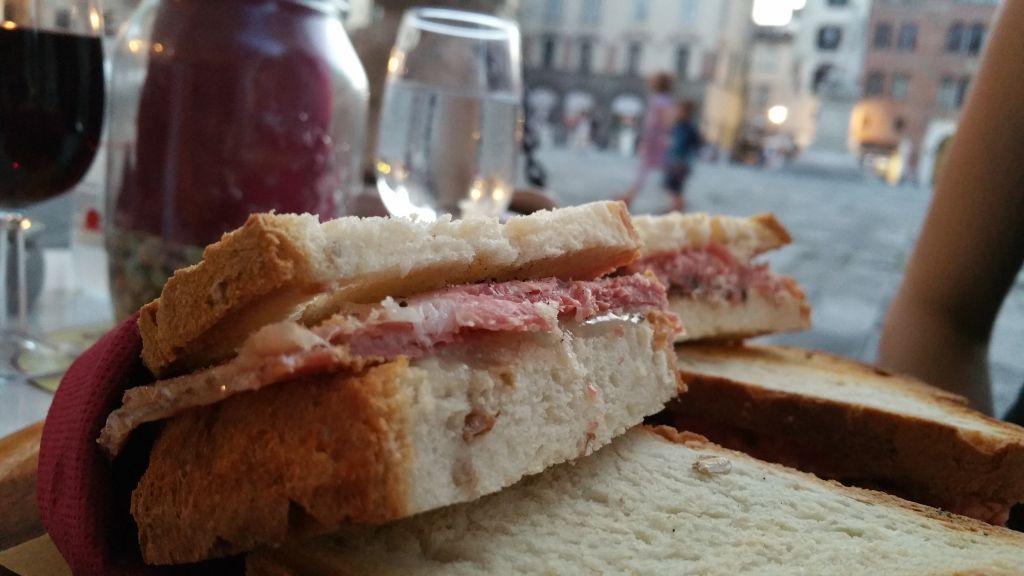 """La Tana del… """"boia, quant'è buono 'sto panino!"""""""