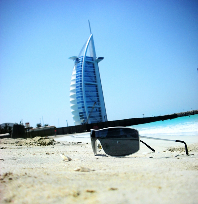 summer-beach-3-1348109-639x657