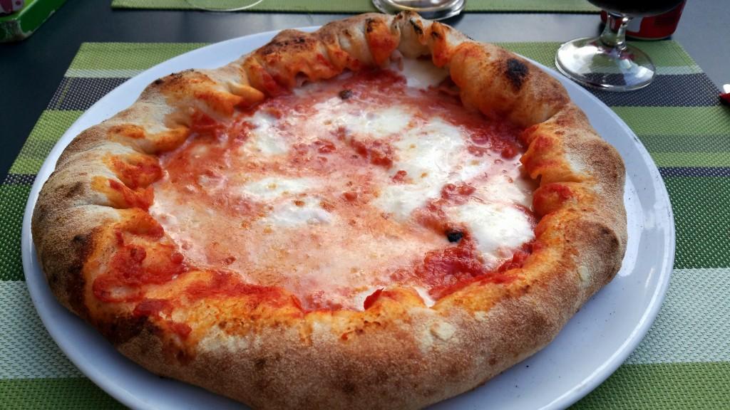Papà Ninuccio. La pizza napoletana sul corso a Cascina.